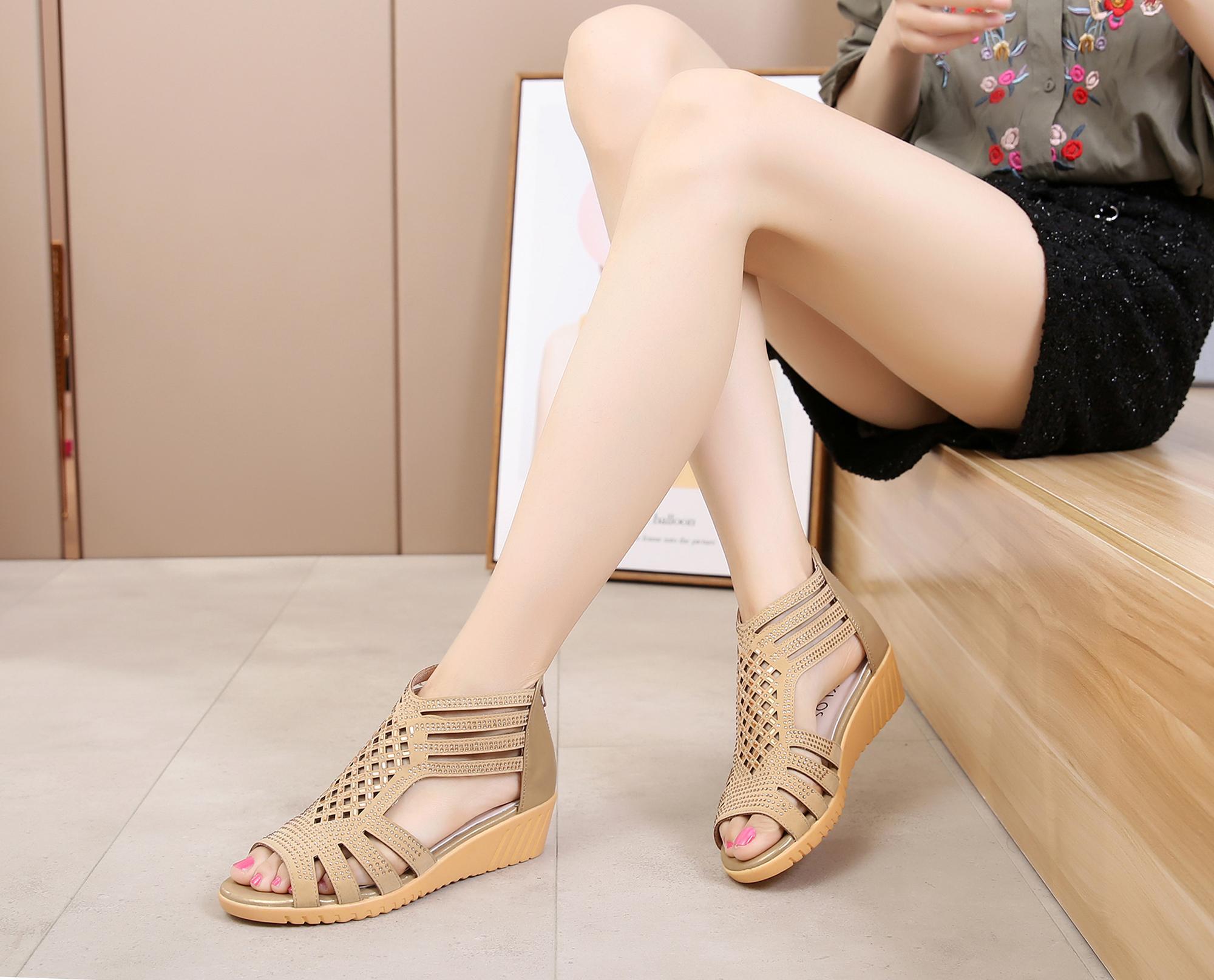 98f5f45c52519 Mom Sandals women Summer Flat Gladiator Sandals Schick Soft Bottom Anti-slip  Slanted Heel Fish