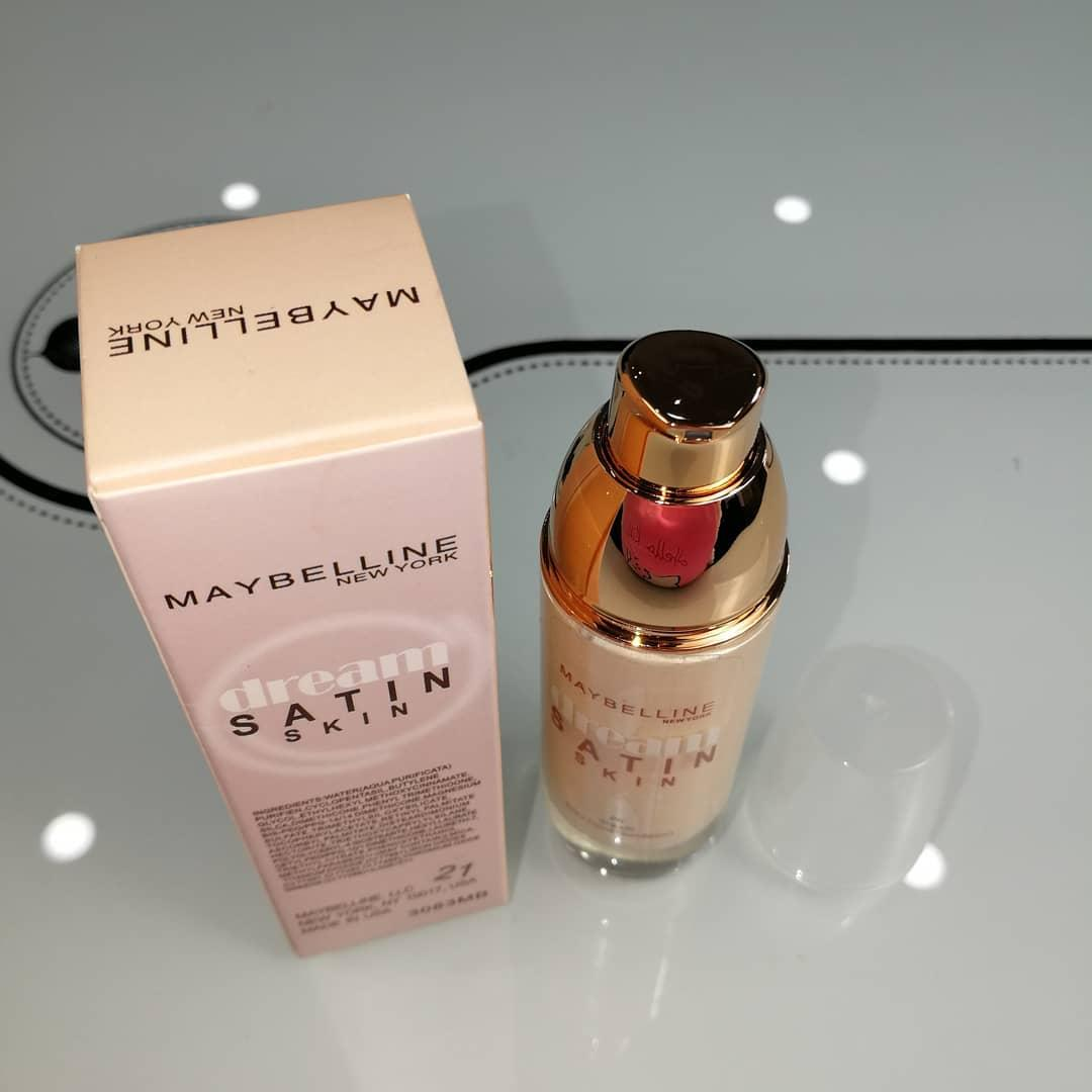 Maybelline Foundation Makeup Philippines Base Dream Satin Two Way Cake 01 Light Skin Silky Liquid