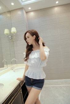 Crazy sweet chiffon horizontal neck off-the-shoulder T-shirt (White) (White)