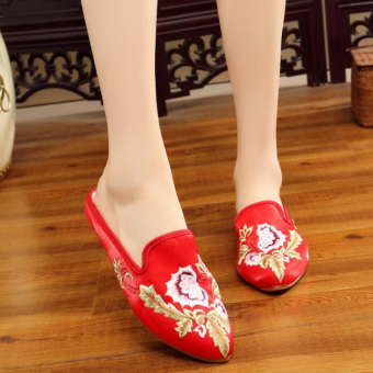 Old Beijing New style satin embroidered female cloth shoes (Bright Red)