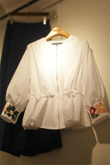 Women's Korean-style Casual Floral Embroidered Round Neck Shirt - White