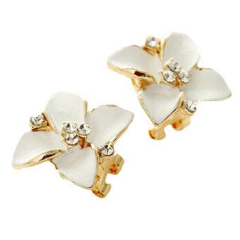 Fancyqube Gardenia Clover Earrings White