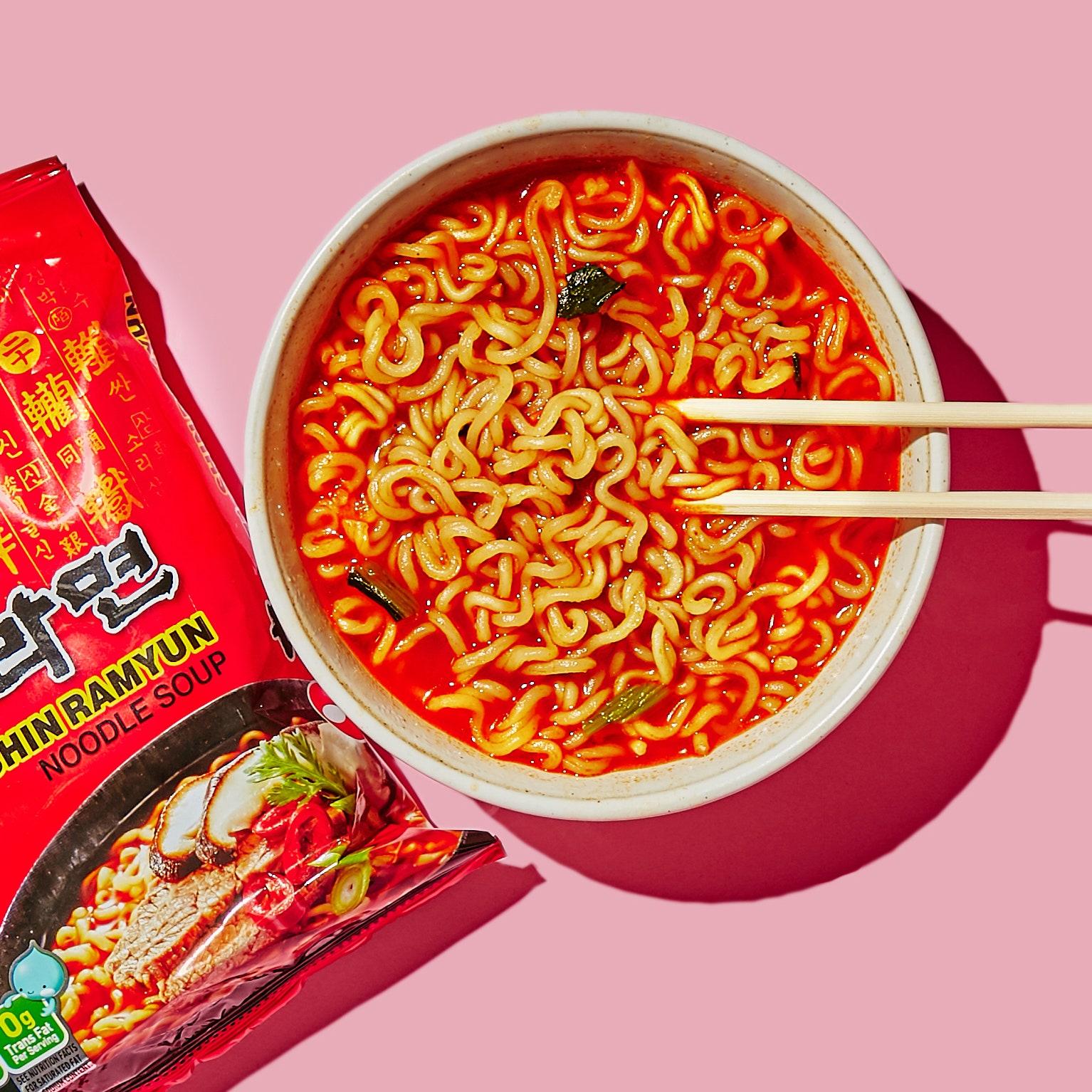 NongShim Shin Ramyun Noodle Soup Gourmet Spicy 120g Korean Noodles | Lazada  PH